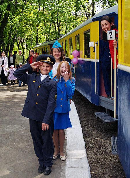фото дитячої залізниці в Стрийському парку у Львові